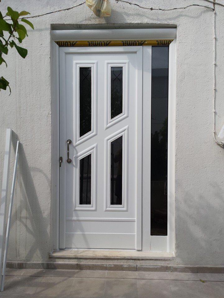 πόρτα αλουμινίου εισόδου για εξοχική κατοικία