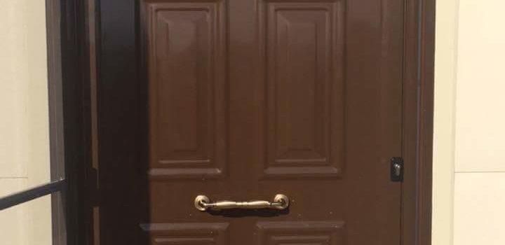 πόρτα οικίας εισόδου ανοιγόμενη αλουμινίου με σήτα