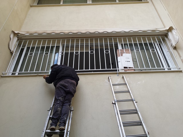 Τοποθέτηση σιδεριάς ασφαλείας σε οικία βόρεια προάστια