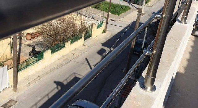 κάγκελο αλουμινίου σε μπαλκόνι οικίας