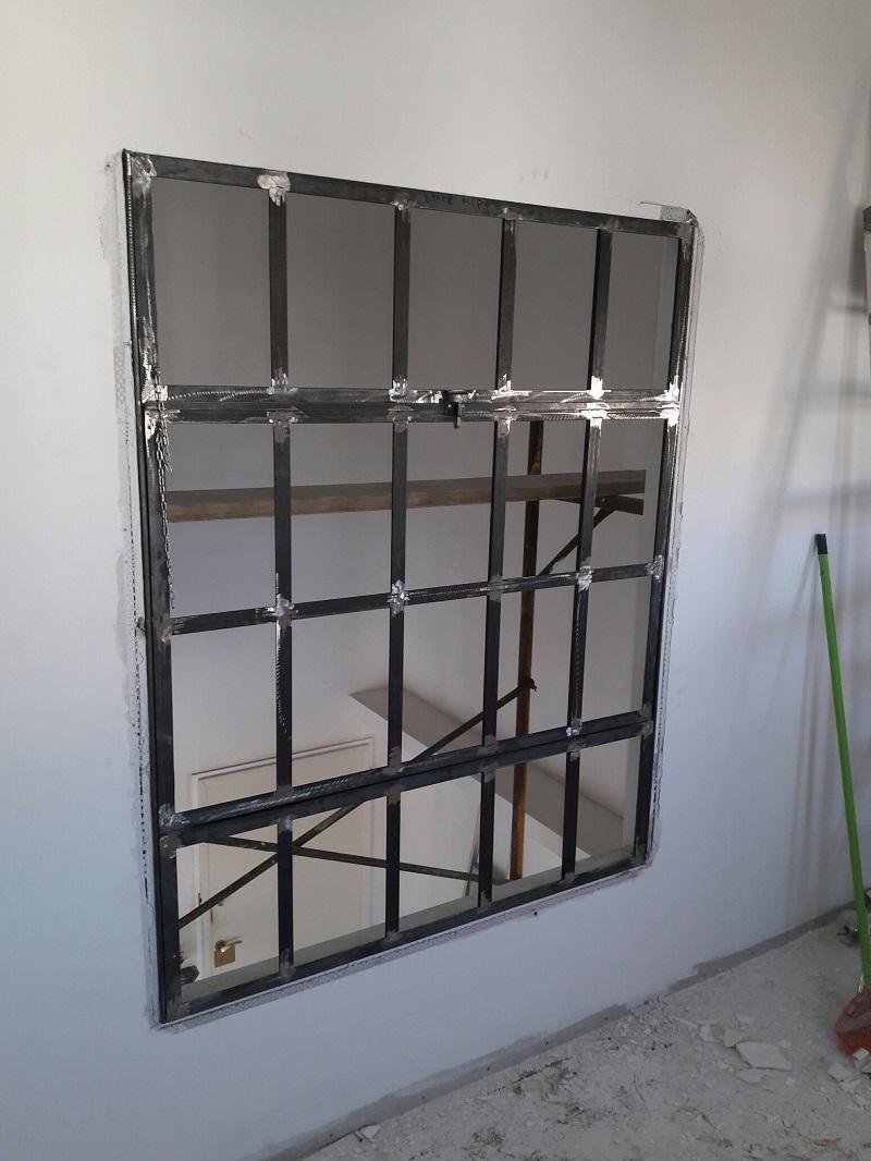 Μεταλλικό παράθυρο περιστρεφομενο