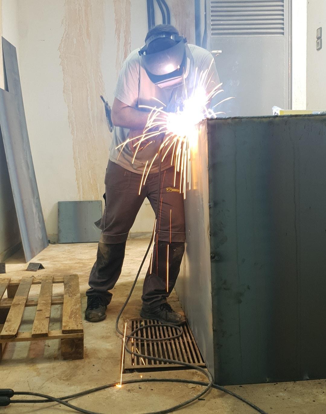 Κατασκευή δεξαμενής πετρελαίου για λεβητοστάσιο